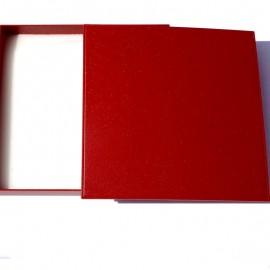 """Dovanų dėžutė """"Raudona komplektams"""""""