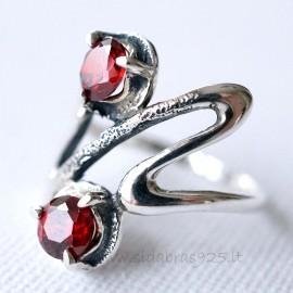 Žiedas Ž075 su raudonais Cirkoniais