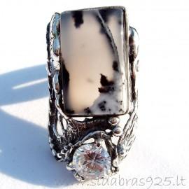 Sidabrinis žiedas su akmeniu