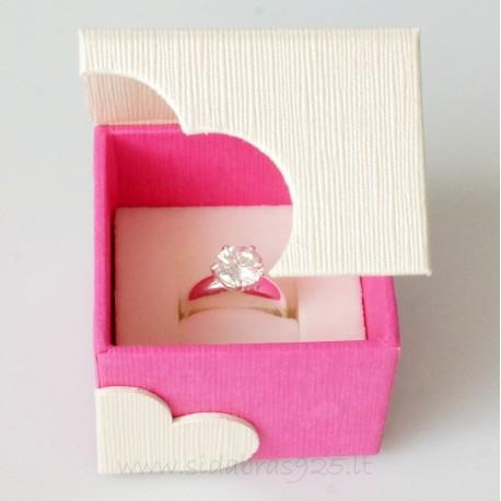 """Dovanų dėžutė """"Širdelė"""" su magnetu"""