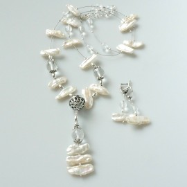 Set - necklace with pearls and crystal