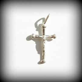 Kryžiukas su nukryžiuotoju