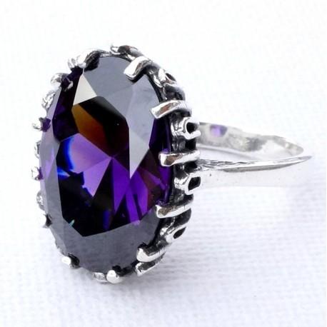 Žiedas su violetiniu Cirkoniu Ž120