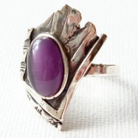 Žiedas su violetine Katės akimi Ž054