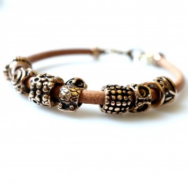 Bronze bracelet with gold colored beads R7
