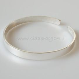 Bracelet with badges
