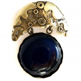 Žalvainis pakabukas su mėlyna katės akies akmeniu. ŽP620