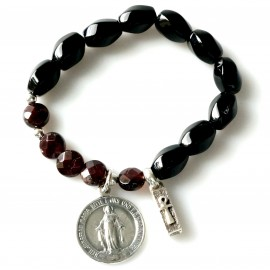 Rosaries bracelet with Onyx and Garnet