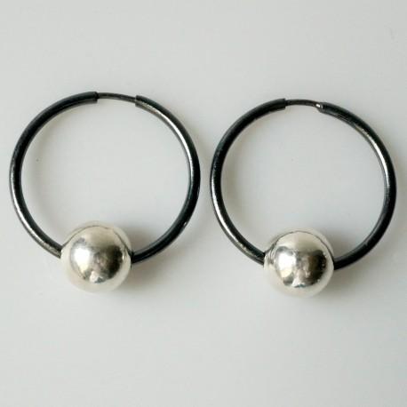 Auskarai juodos rinkutės su burbulu ARJ 2,5 cm