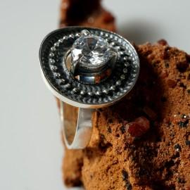 Žiedas su baltu Cirkoniu