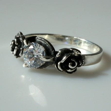 """Žiedas su baltu Cirkoniu """"Rožytės"""" Ž137"""