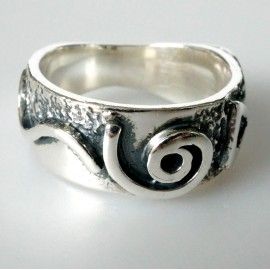 Ring with a triangular mark Ž056